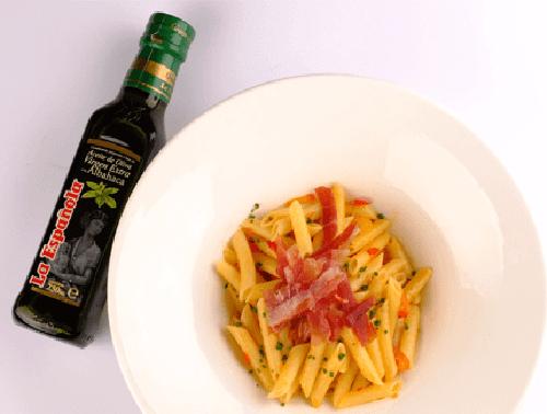 macarrones-con-tomate-y-albahaca