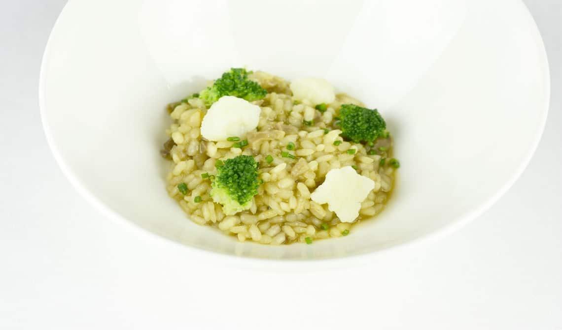 arroz-de-manitas-de-cerdo-brócoli-y-coliflor