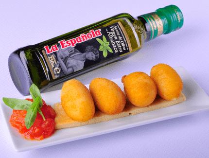 Croquetas de queso y compota de tomate y albahaca