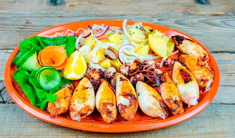 Calamares rellenos de bacon y champińones