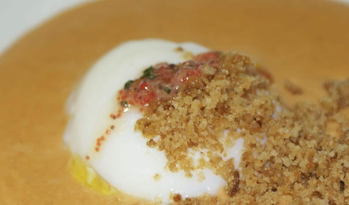 crema-de-ajoarriero-con-huevo-escalfado