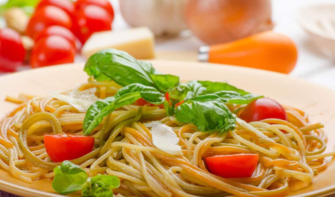 Espaguetis con tomates cherry