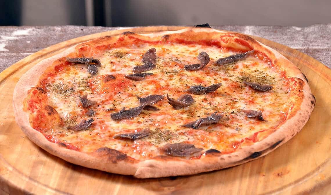 Pizza con anchoas y salsa de tomate al kétchup
