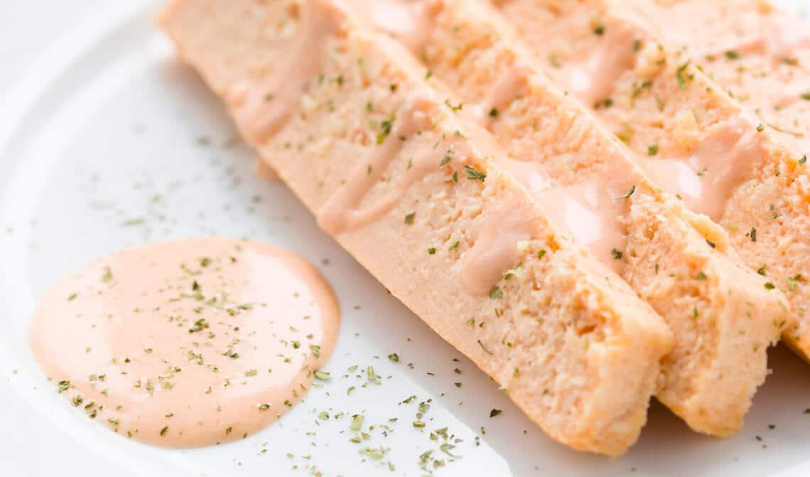 Pudín de salmón con mayonesa de calabacín