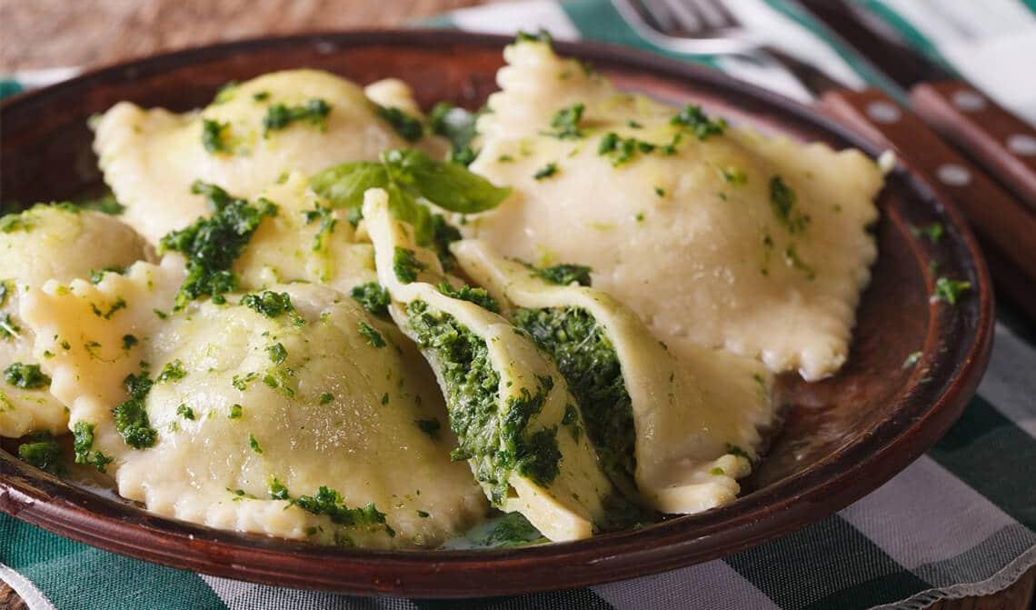Raviolis de espinacas con mermelada de pimientos verdes