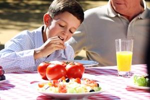 Los niños que siguen la Dieta Mediterránea, tienen un 15% menos de propensión a ser obesos
