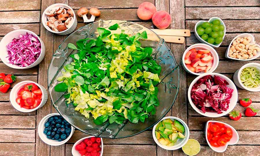 Ensaladas con frutas: fuente de vitaminas y sabor