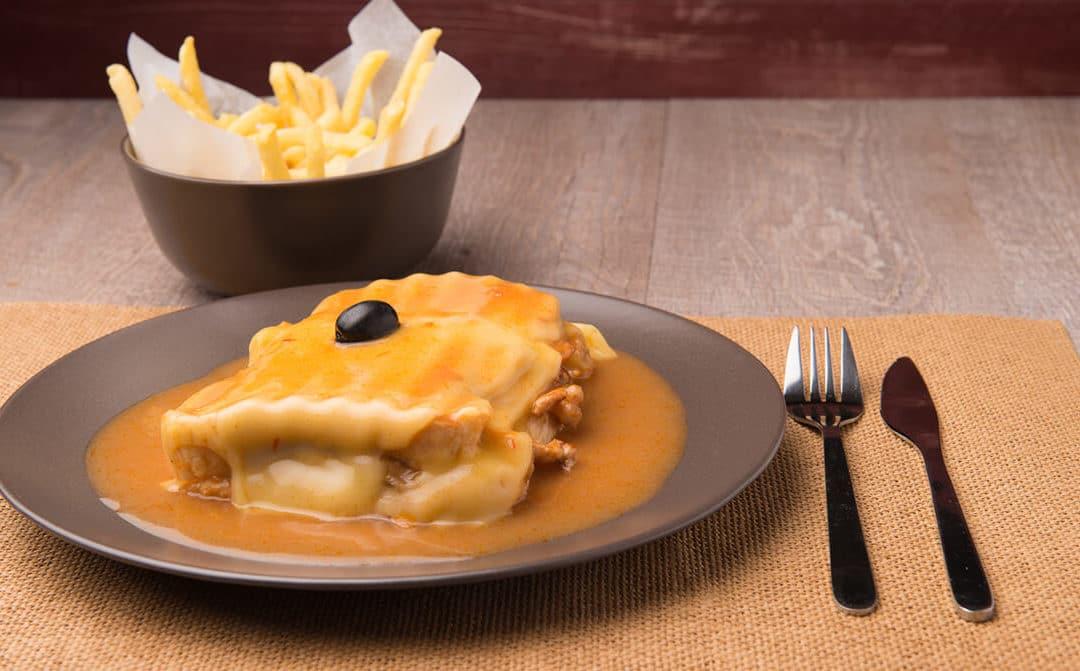 Francesiña: un plato típico portugués que te traslada a Oporto