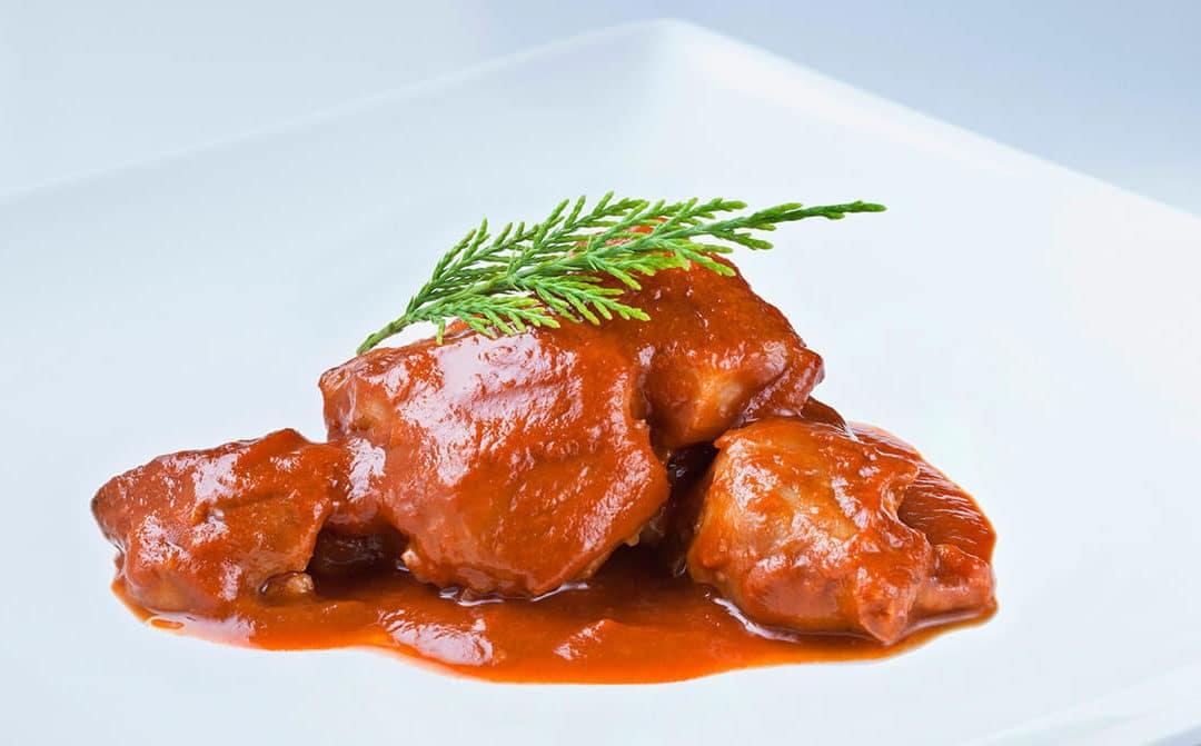 Pies de cerdo con salsa