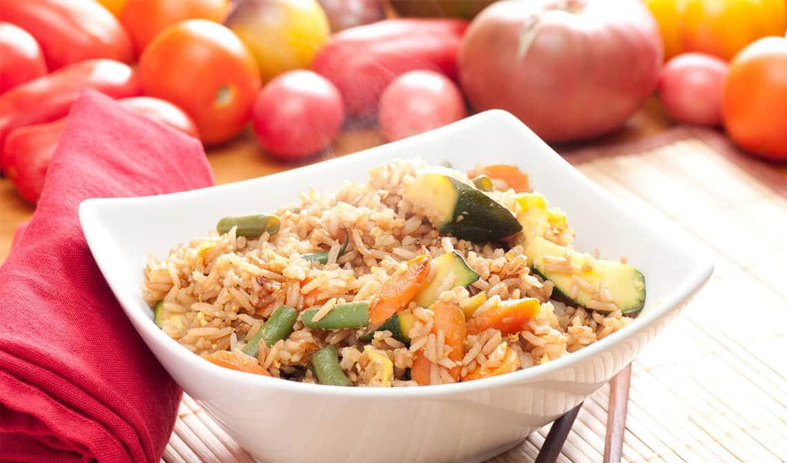 Wok de verduras con arroz y pollo