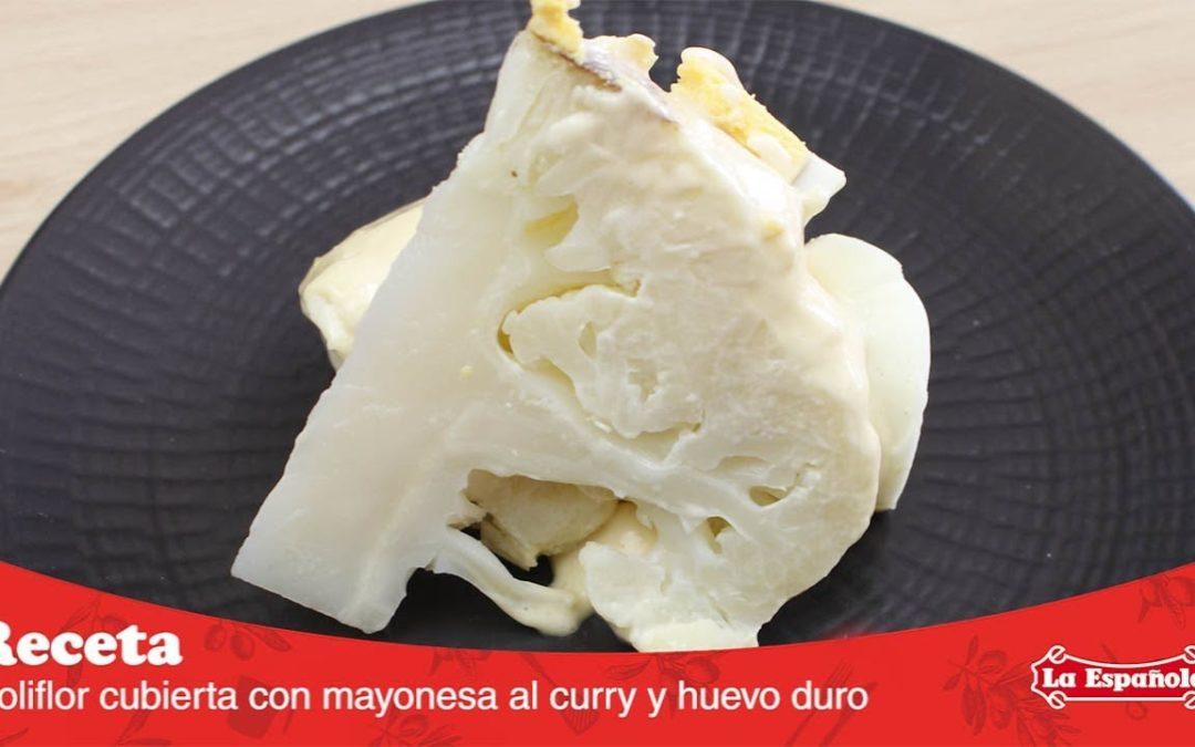 Coliflor con mayonesa al curry y huevo duro