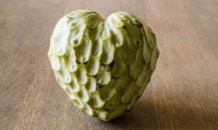 Chirimoya, una fruta exótica y de temporada con múltiples beneficios